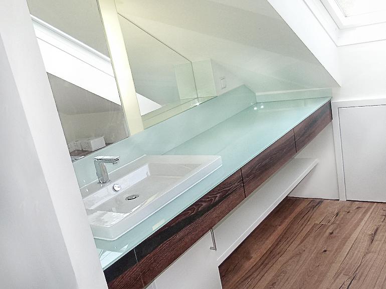 Bad-Waschtisch-Dachschräge