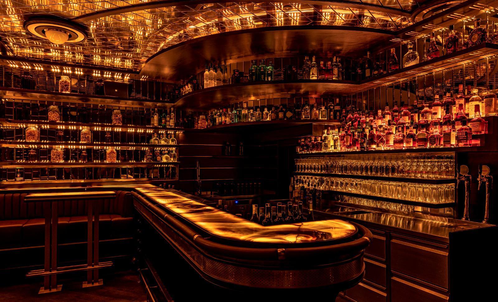 Bar-Club-Wien-Massivholz-gebeizt-lackiert2