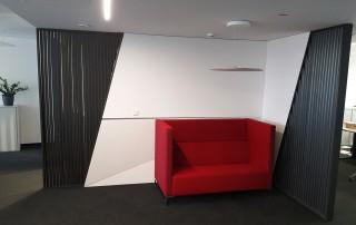 Büro-Geschäftseinrichtung-Raumteilung-Lamellen-Sitzecke-weiß-graphit-schwarz-lackiert1a