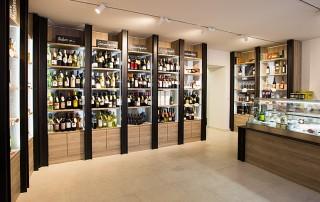 Delikatessen-Shop-Geschäftseinrichtung-Weinbar-Vinothek-Eiche-Metall-I-Träger-4