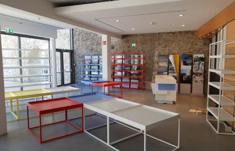 Museum-Shop-Verkaufsregale-Stahl-pulverbeschichtet